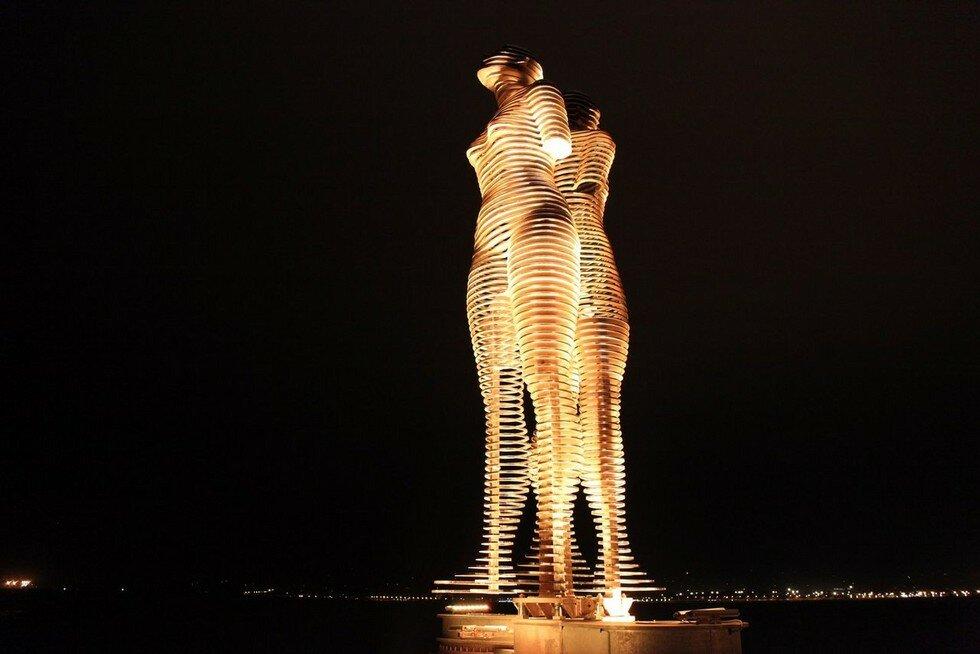 Незвичайна динамічна скульптура в